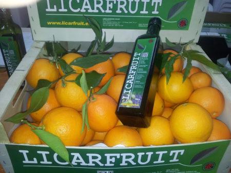 naranjas-o-mandarinas-botella-de-cristal-aceite-de-oliva-virgen-extra
